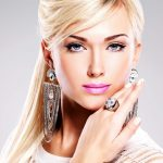 Beautiful-Blonde-Model-Wearing-Fashion-Jewelry-2560x1600